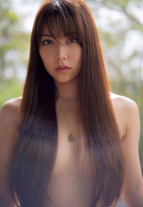 白間美瑠が髪ブラセミヌード!Tバックを披露!