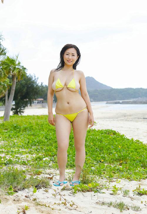 水樹たまの垂れ巨乳おっぱいとムチムチボディ31