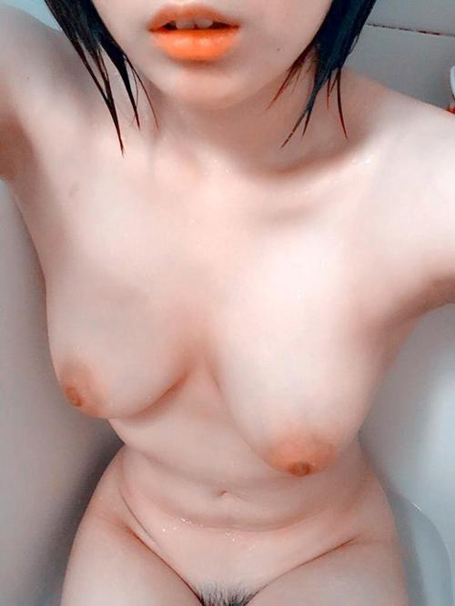 お風呂の自撮りエロ画像 艶めかしい