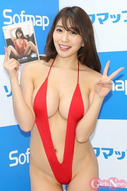 【セミヌード】森咲智美(26)むき出しのバストを鷲掴みで悶絶www2ch「熟女AVに出てくれ!」「茶褐色で大きな乳輪www」