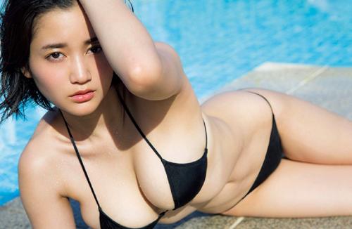 【女優】出口亜梨沙、「巨乳すぎるレポーター」豊満美バストあらわw