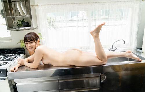 成宮りかEカップ美乳おっぱい69