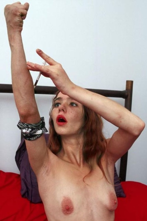 【閲覧注意】薬物依存で見るも耐えかねない肉体になってしまった女性。。。