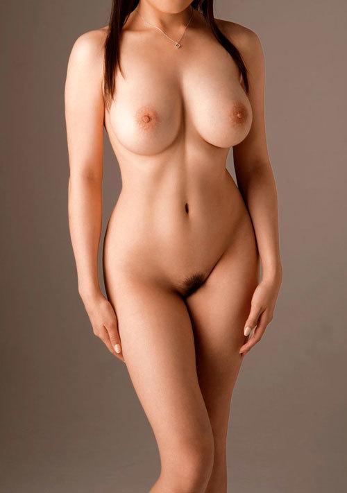 全裸でおっぱいとアンダーヘア丸出しお姉さん19