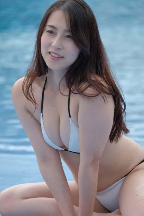 元東北放送アナの薄井しお里(29)が巨乳なのでオカズDVD発売