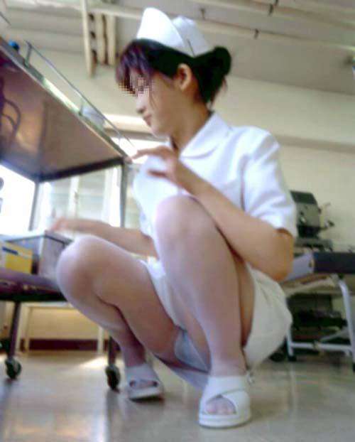 【座りパンチラ】OLやナースなど働くお姉さんのパンチラ画像31枚