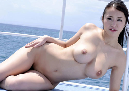 海の日記念!海や砂浜でおっぱい丸出し女の子4