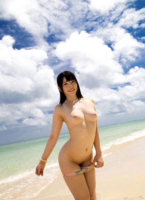 海の日記念!海や砂浜でおっぱい丸出し女の子12