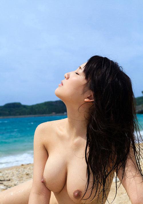 海の日記念!海や砂浜でおっぱい丸出し女の子16