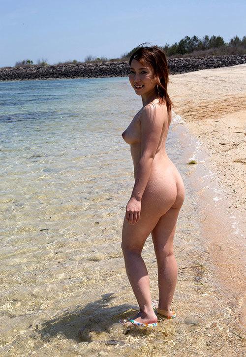海の日記念!海や砂浜でおっぱい丸出し女の子19