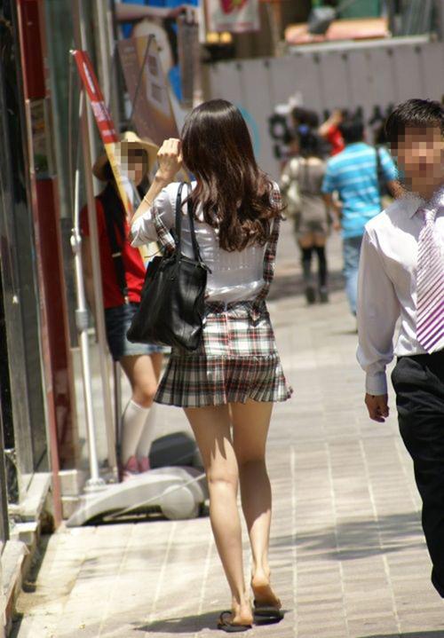 【ミニスカ美脚エロ画像】街撮りしたお姉さんのエッチすぎる生脚に惚れ惚するwww