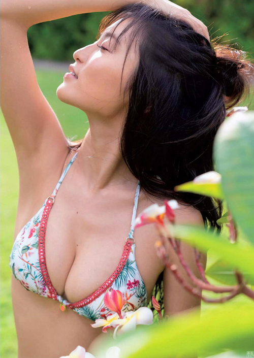 売れっ子になっても抜けるグラビアをやってくれる小島瑠璃子(24)の画像
