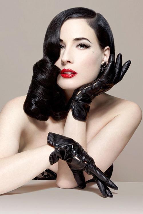 手袋画像 女性が身につけたグローブ