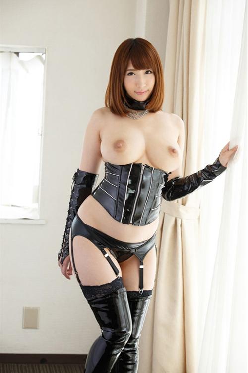 【SMエロ画像】着ている方もキツくて限界!女王様御用達のボンデージファッション
