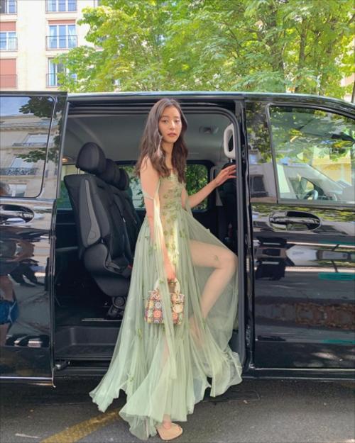女優・新木優子、全裸にシースルードレス姿でファッションショーに出演してしまう…(※画像あり)