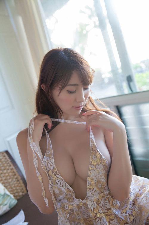 森咲智美エロ過ぎるお姉さんGカップおっぱい42