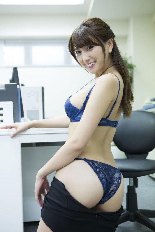森咲智美エロ過ぎるお姉さんGカップおっぱい53