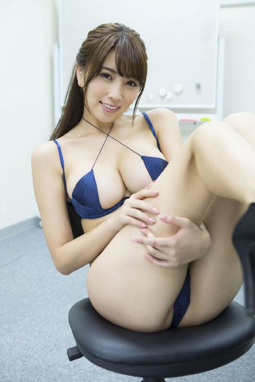 森咲智美エロ過ぎるお姉さんGカップおっぱい54