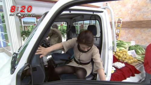 【ハプニング】テレビでパンチラをしてしまった女性のエロさは異常wwwwwwww
