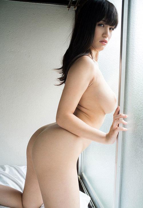 真横から見るおっぱいの膨らみが美しい女の子29