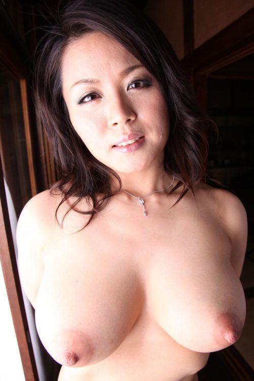 巨乳好きな奴らのためにマジでエロい巨乳女子の画像を貼りつけとくwwwwwww