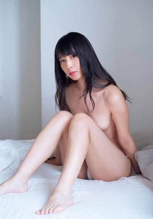 川崎あや濡れた髪ブラで乳首を隠したおっぱい65
