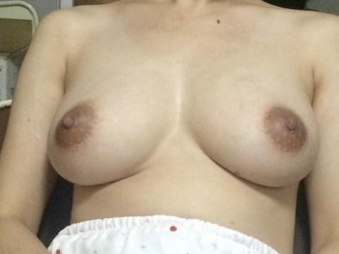 乳輪大きめな嫁乳