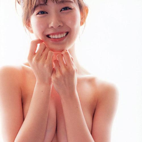 渡辺美優紀 元NMB48のみるきーが手ブラ髪ブラでおっぱい谷間を披露
