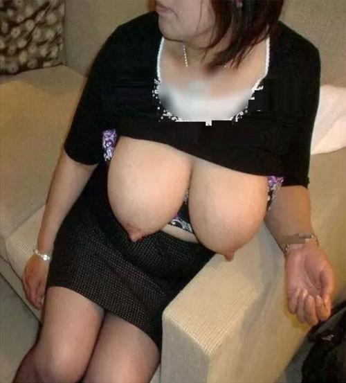 熟女の垂れた巨乳を味わいつくす画像100枚【gifあり】