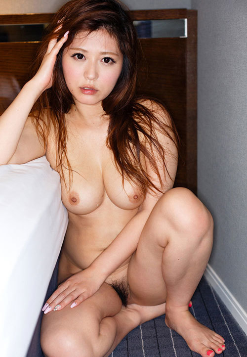 おっぱいとマン毛丸出しの全裸のエロお姉さん16
