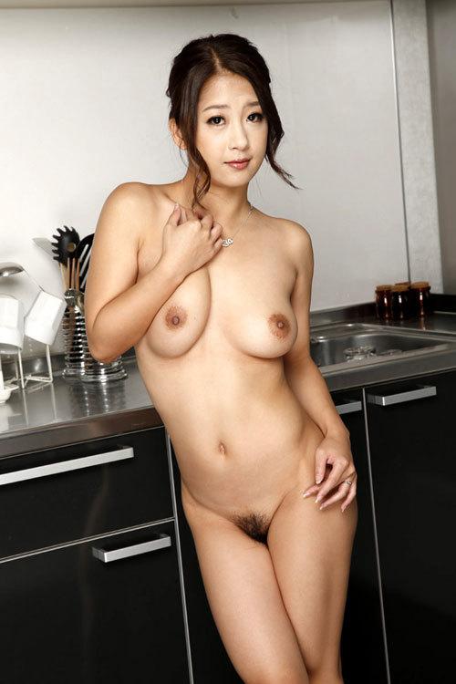 おっぱいとマン毛丸出しの全裸のエロお姉さん23
