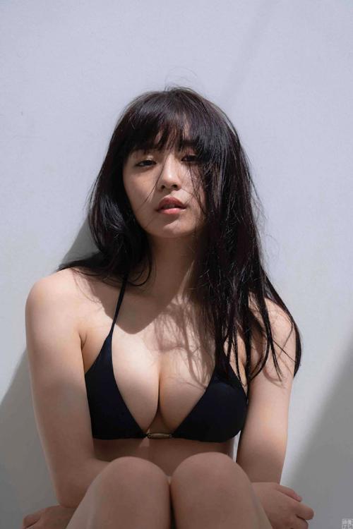 奇跡の巨乳美少女!浅川梨奈(20)のエロ画像