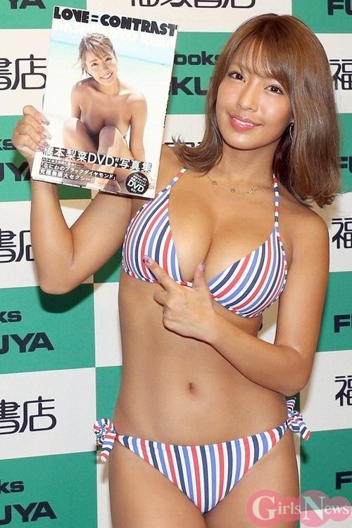 日本一黒いグラドル橋本梨菜が写真集発売イベントで極上の黒光りボディを見せてた件