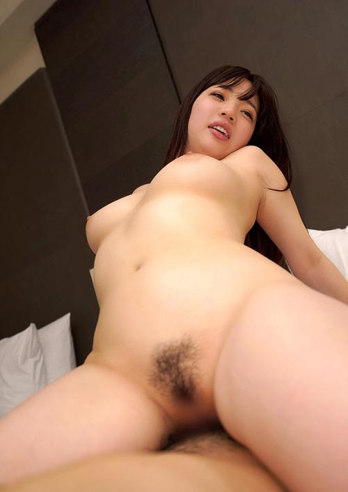 ニュルッと挿さってる肉棒…結合部丸見えのセックス画像100枚