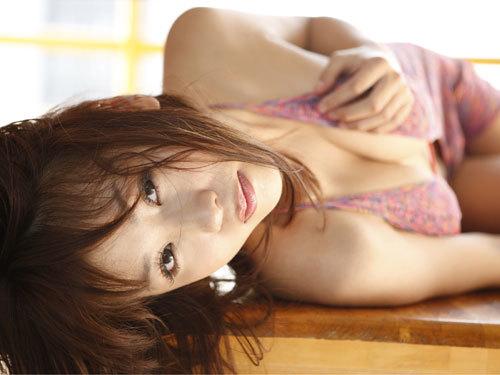 西田麻衣さんIカップのおっぱいこぼれちゃう1