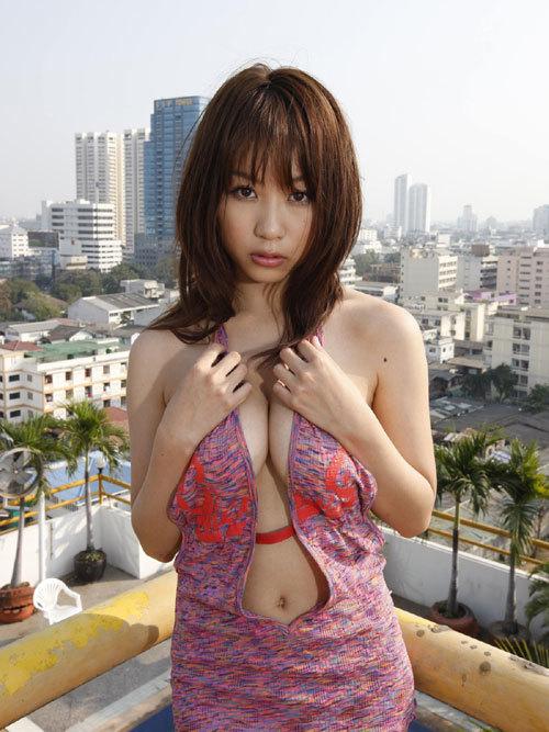 西田麻衣さんIカップのおっぱいこぼれちゃう6