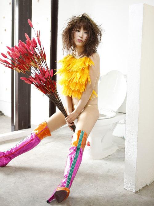 西田麻衣さんIカップのおっぱいこぼれちゃう30