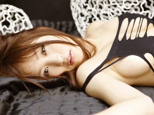 西田麻衣さんIカップのおっぱいこぼれちゃう50