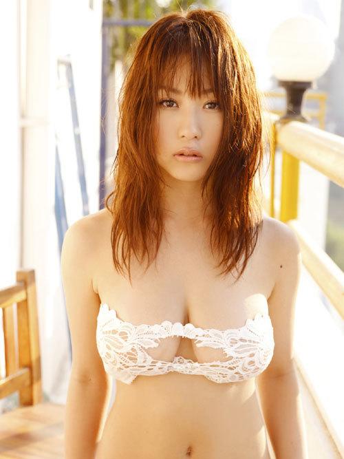 西田麻衣さんIカップのおっぱいこぼれちゃう57
