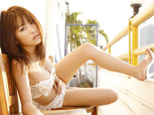 西田麻衣さんIカップのおっぱいこぼれちゃう60