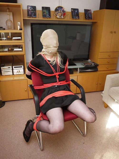 日本の芸人に使うパンストが海外ではSMになっているんだがwwwwwwwwwwwww
