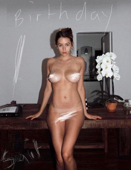 【ヌード画像】人気女性シンガー、衝撃の全裸フルヌード披露www脱いだらグラドル並の凄いおっぱいしていたwww