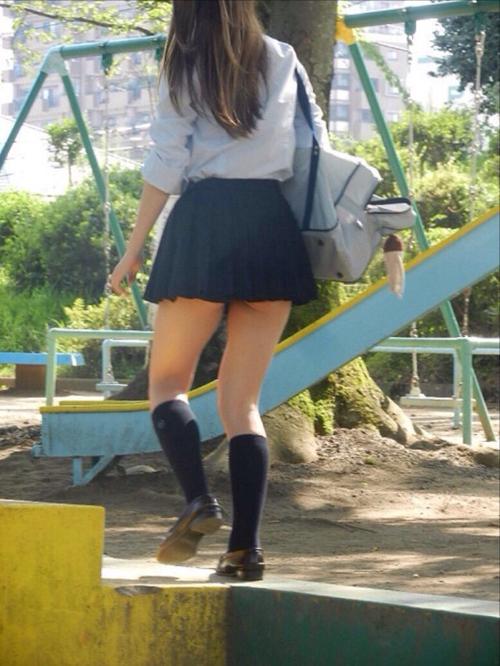 パンツ見えなくても抜ける女子校生の太腿画像 part18