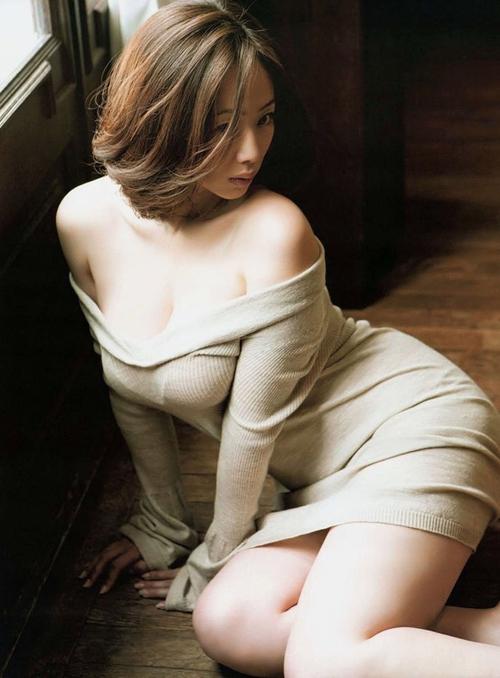 井上和香「グラビア撮影中は常におっぱいポロンポロン出してました」