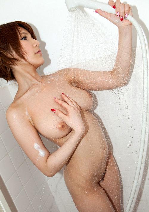 シャワー浴びて濡れ濡れなお姉さんのおっぱい5