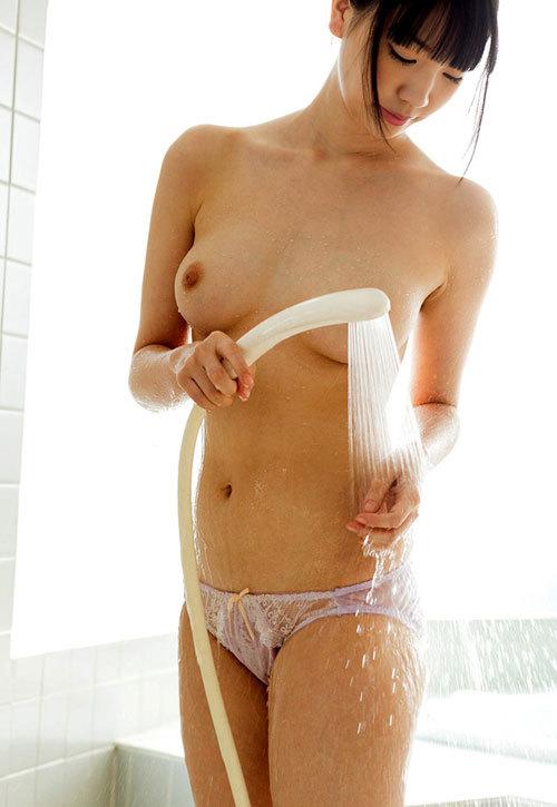 シャワー浴びて濡れ濡れなお姉さんのおっぱい22