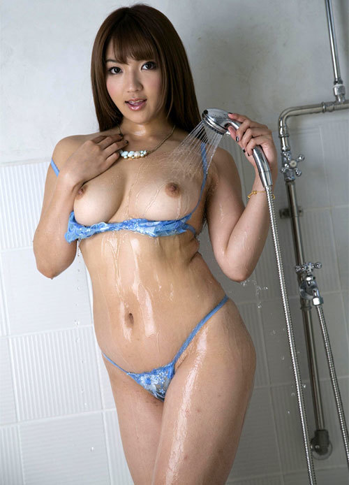 シャワー浴びて濡れ濡れなお姉さんのおっぱい23
