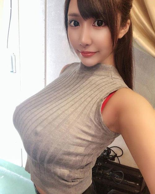 乳の暴力こと着衣おっぱいのエロ画像 part29