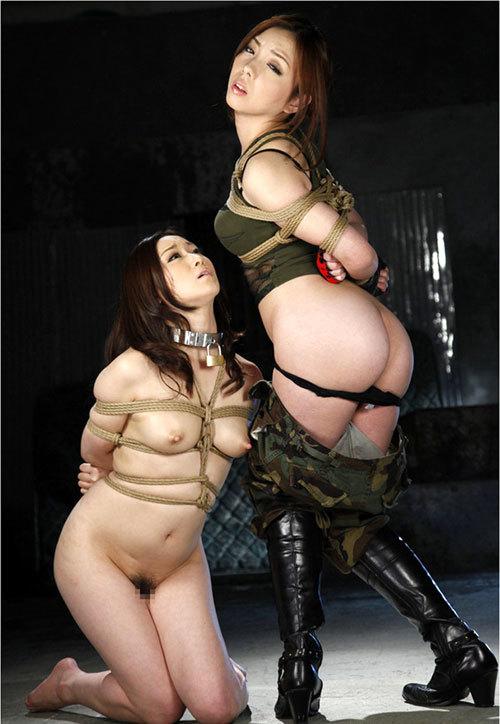 おっぱいを縛られて緊縛調教されてるドM女子20