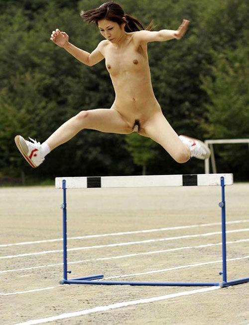 おっぱい丸出しでスポーツしている女子を観戦18